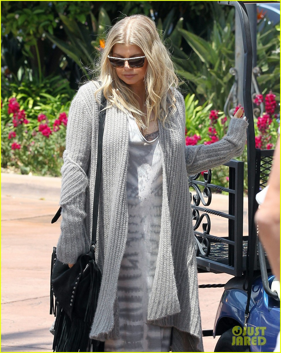 pregnant fergie sisters wedding with josh duhamel 31