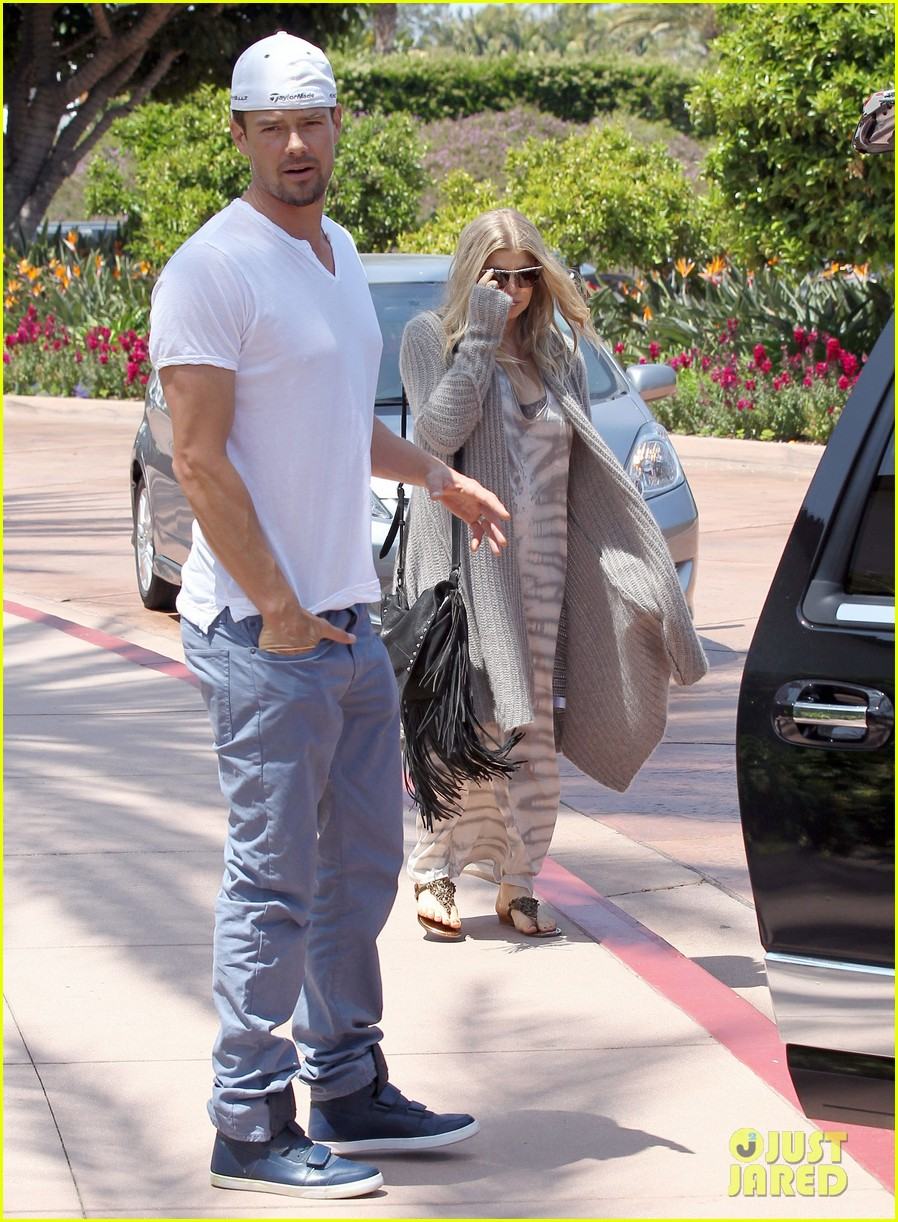 pregnant fergie sisters wedding with josh duhamel 33