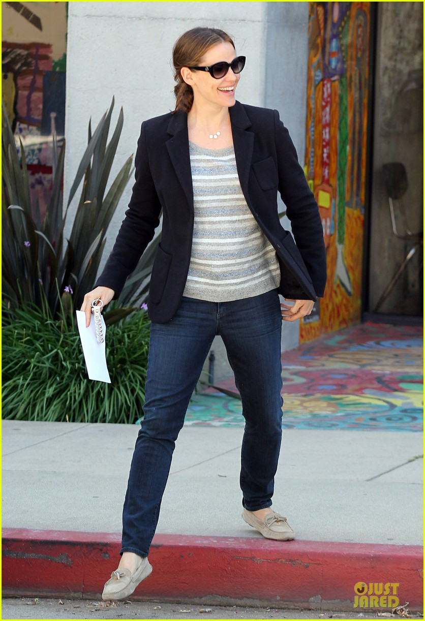 jennifer garner seraphina cafe stopping duo 122856713