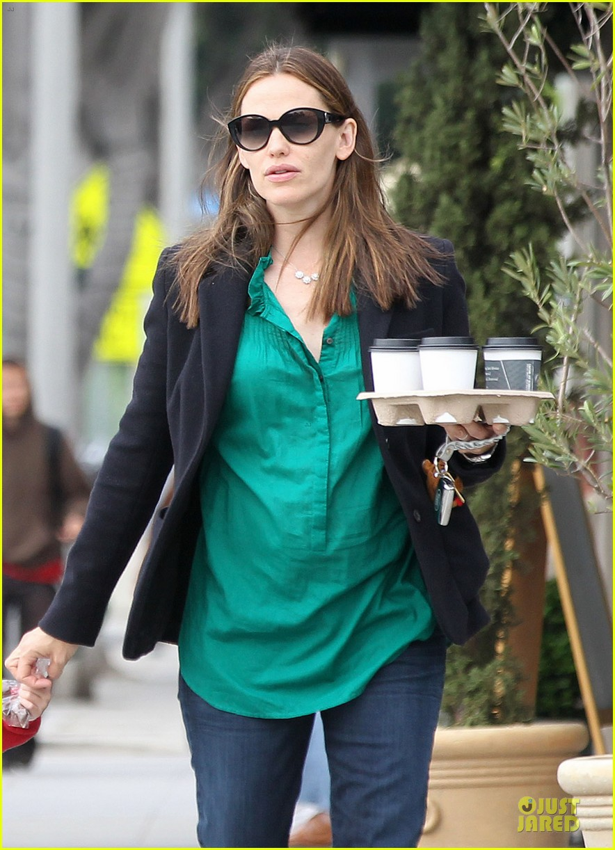 jennifer garner seraphina cafe stopping duo 302856731