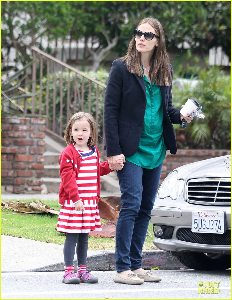jennifer garner seraphina cafe stopping duo 33