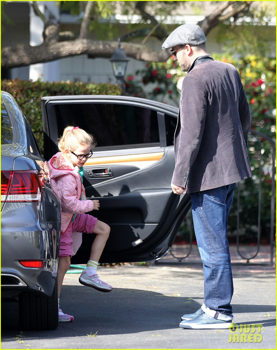 jennifer garner visits new york ben affleck on daddy duty 052843039