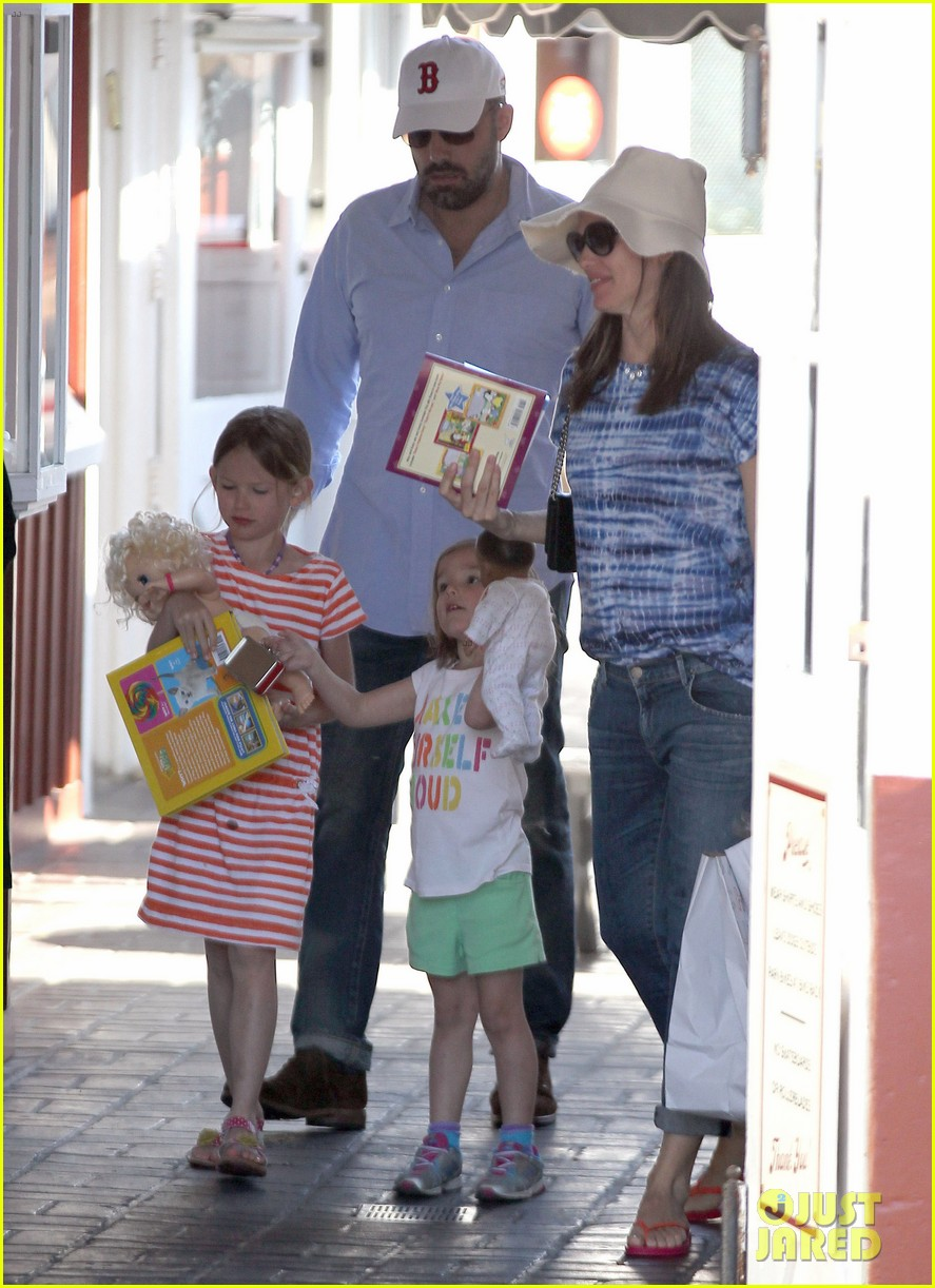 jennifer garner ben affleck weekend shopping with the girls 142855032