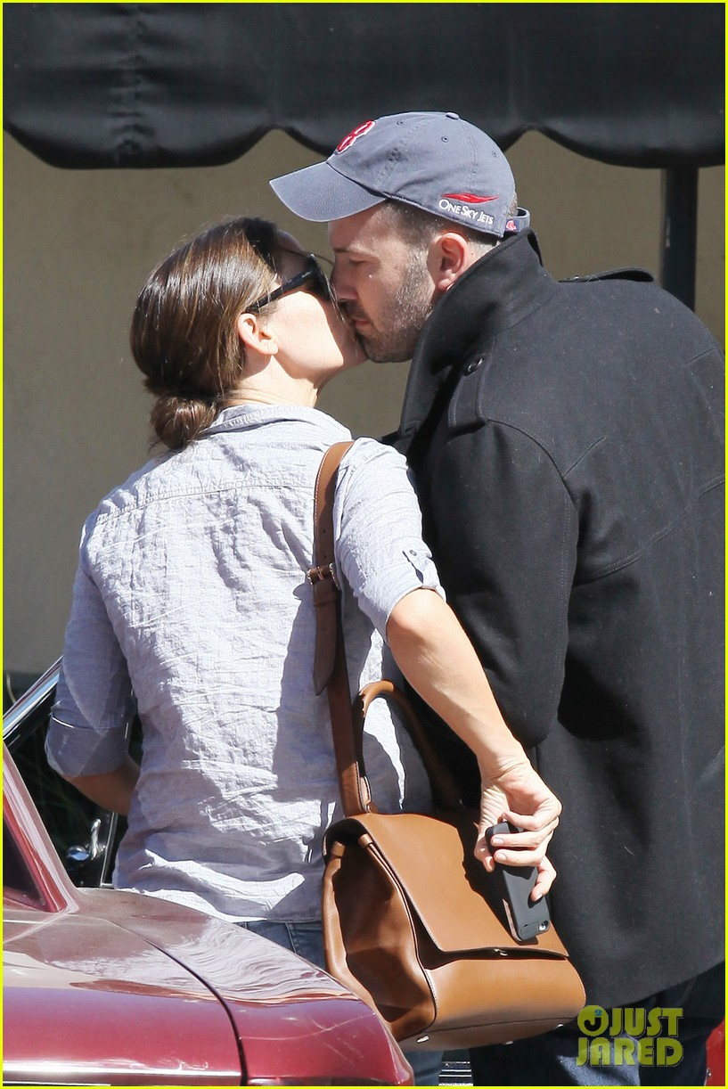 jennifer garner ben affleck kissing couple 02