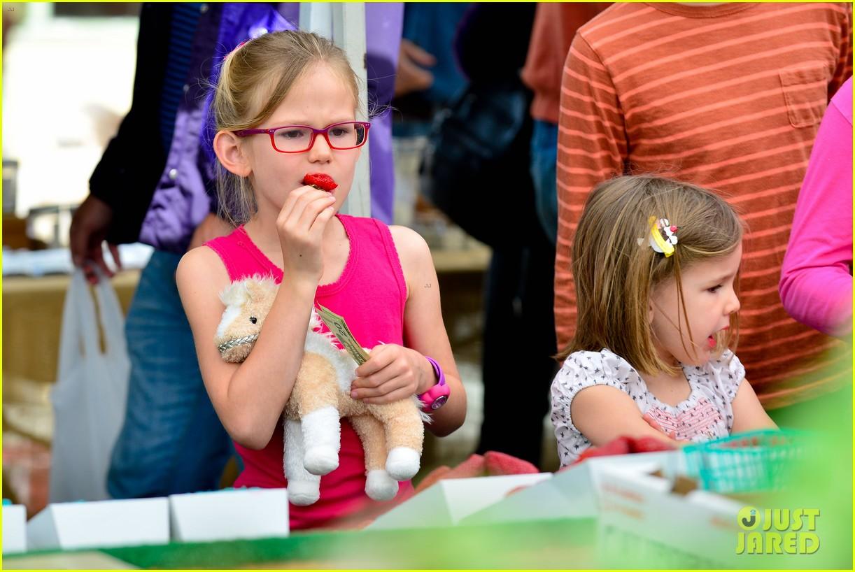 jennifer garner farmers market trip violet seraphina 232845001