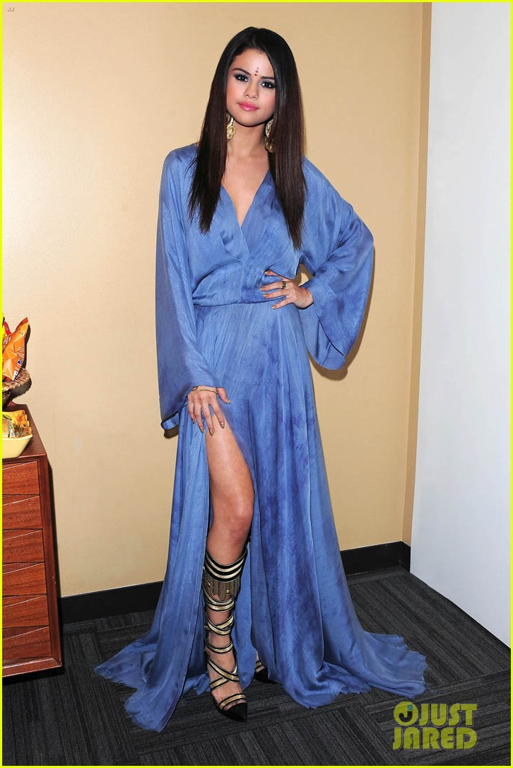 selena gomez ellen performance backstage pics 01