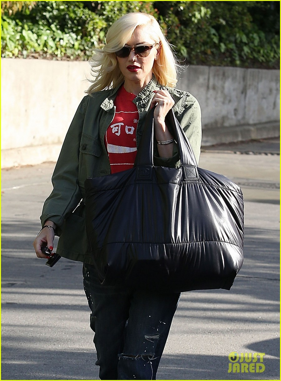 gwen stefani tuesday errands in la 17