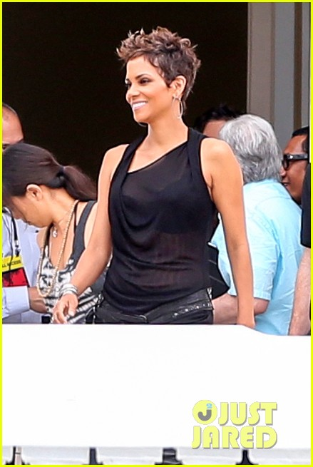 pregnant halle berry call rio photo call 042846904