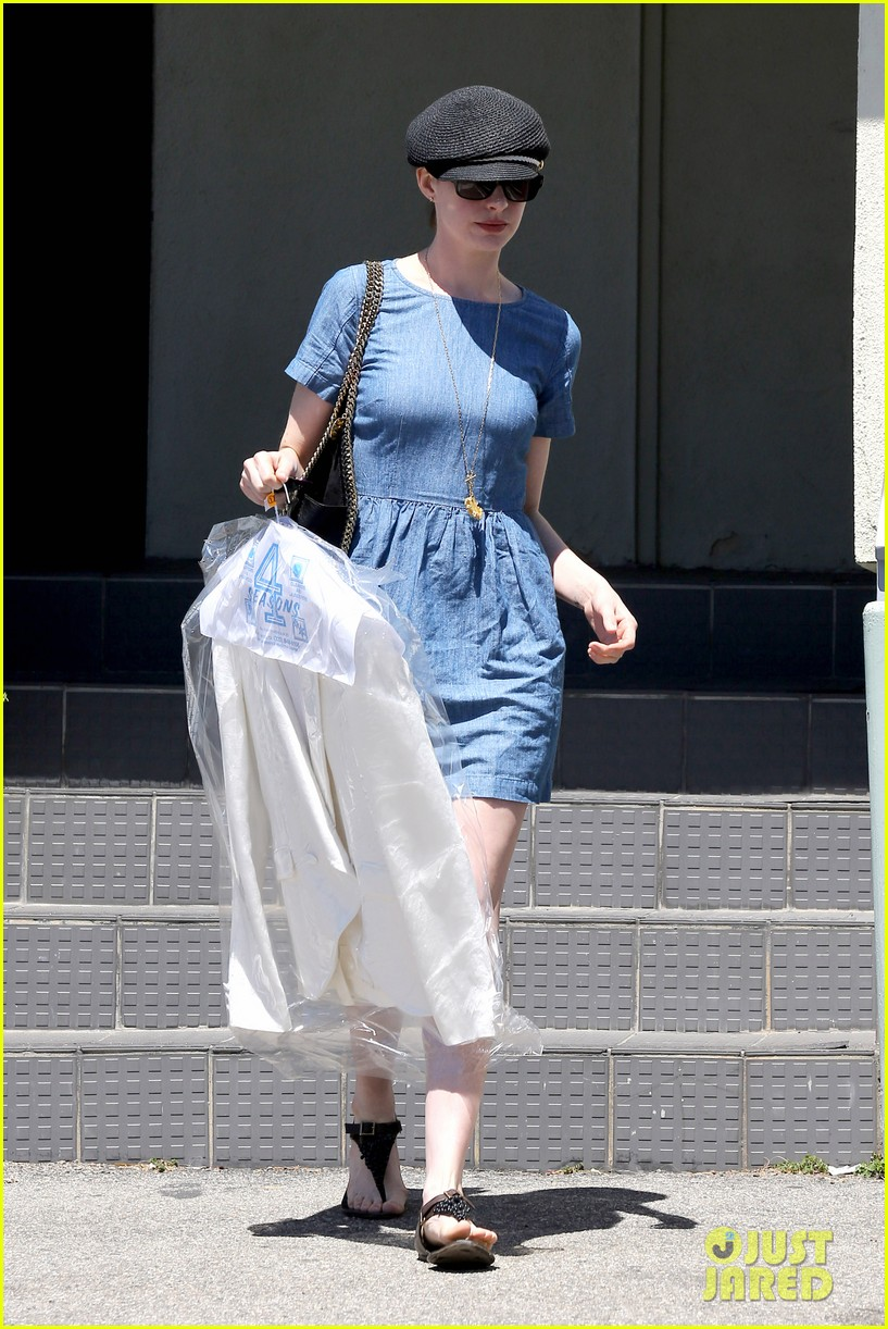 anne hathaway dry cleaning pick up 09