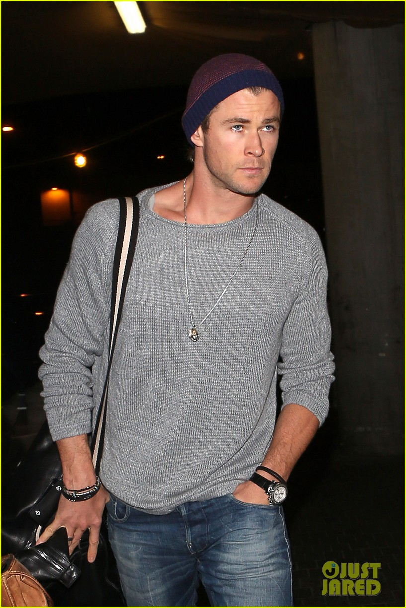 chris hemsworth catches flight liam hemsworth goes skateboarding 022855615