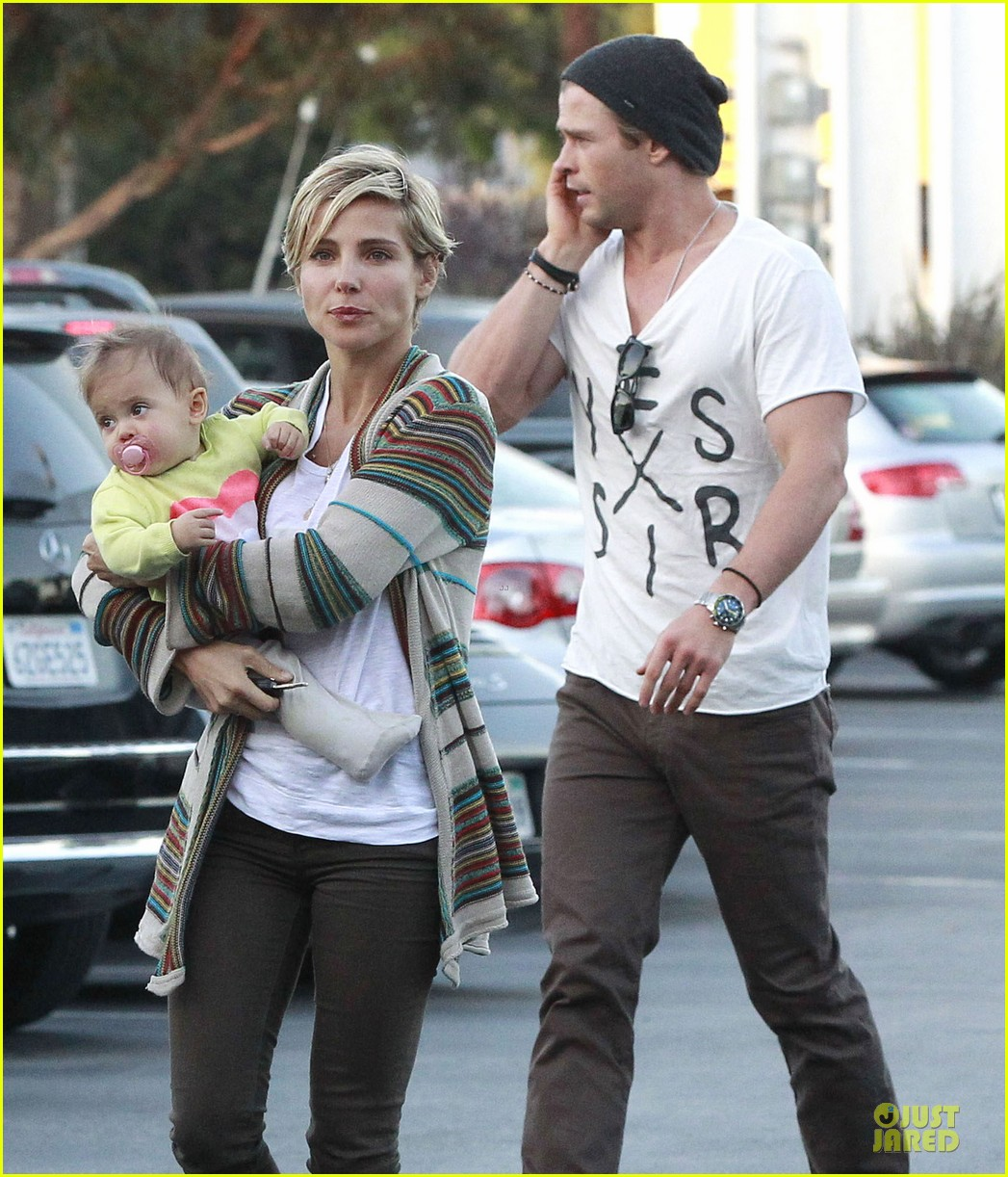 chris hemsworth elsa pataky grocery shopping after easter 07