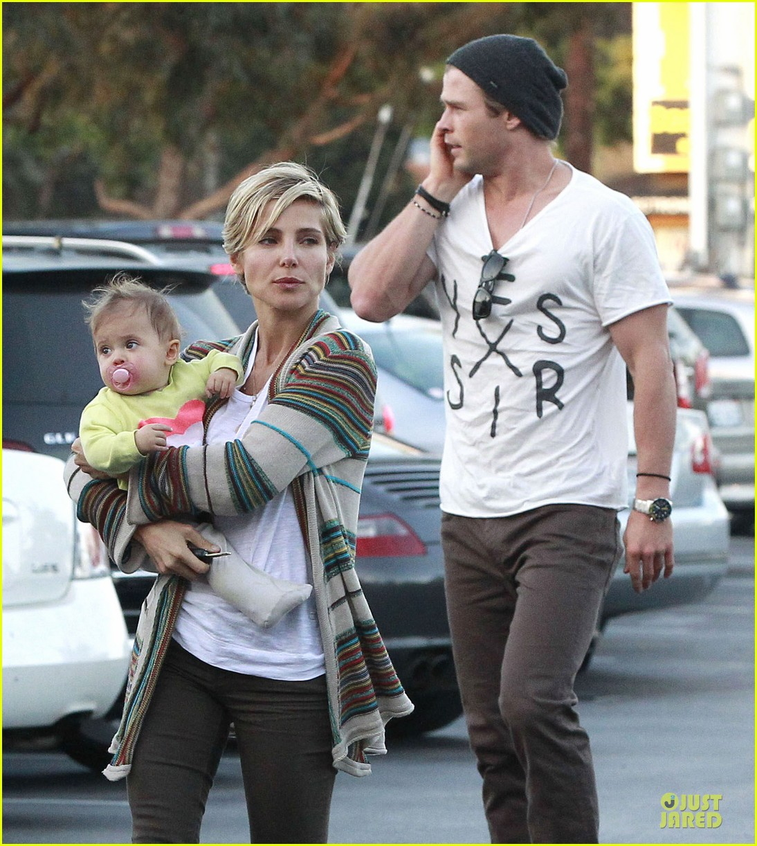 chris hemsworth elsa pataky grocery shopping after easter 092841865