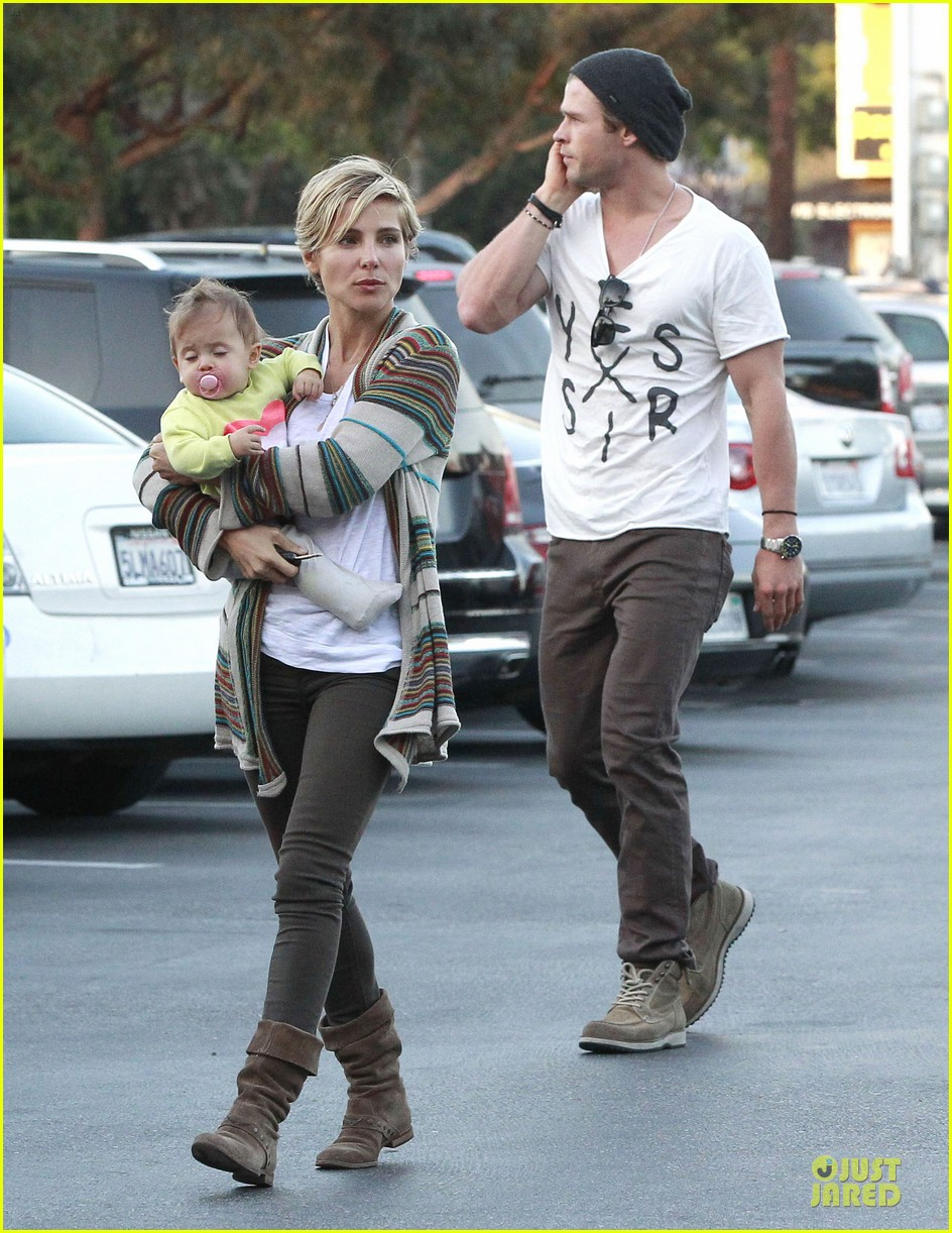 chris hemsworth elsa pataky grocery shopping after easter 10