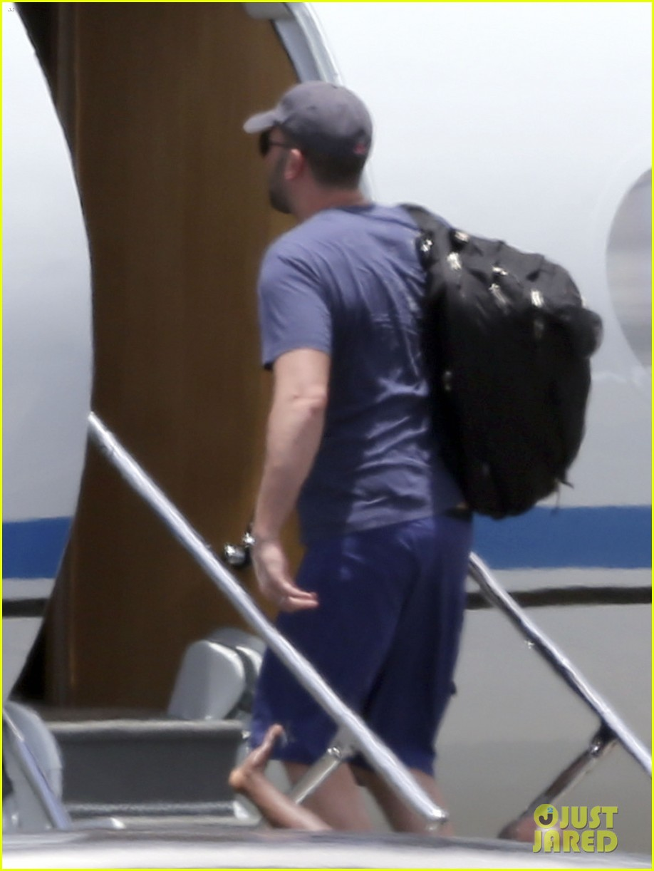 chris hemsworth departs st lucia after matt damon vow renewel 032850591