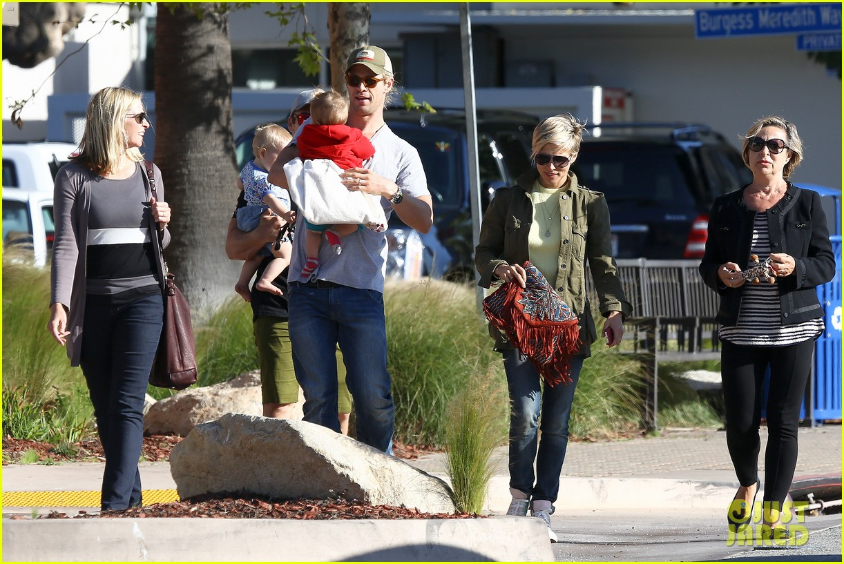chris hemsworth elsa pataky lunchtime with india 16