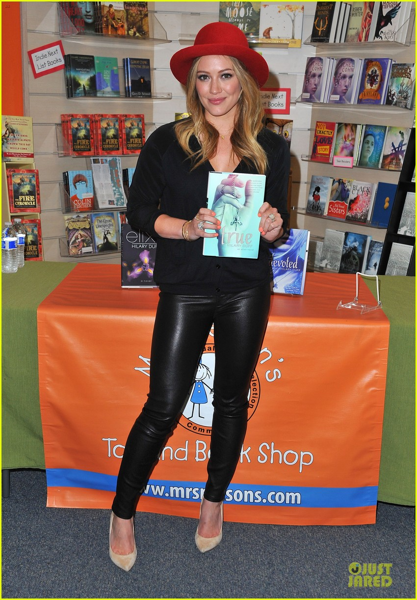hilary duff true book signing 032851773