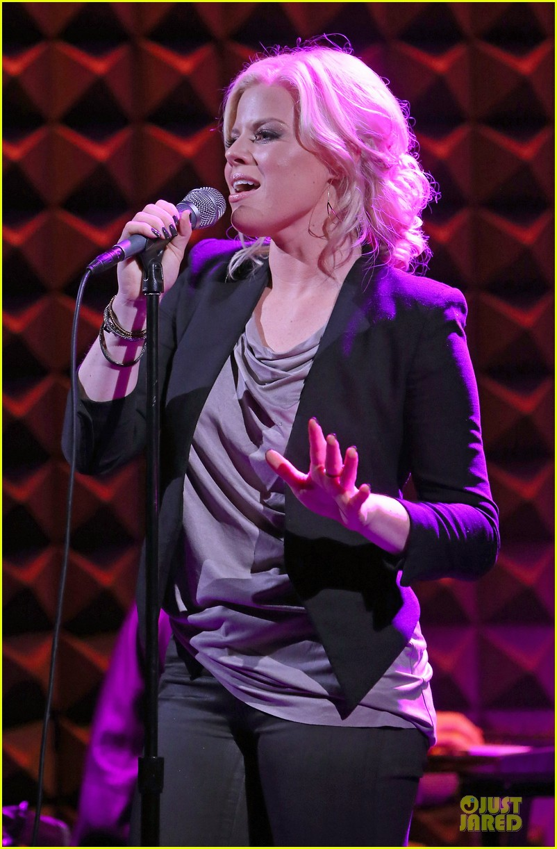 megan hilty joes pub showcase 16