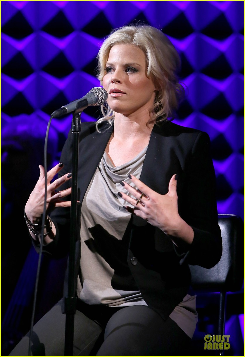 megan hilty joes pub showcase 23