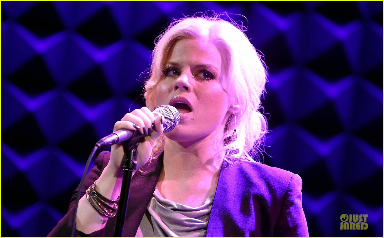megan hilty joes pub showcase 27