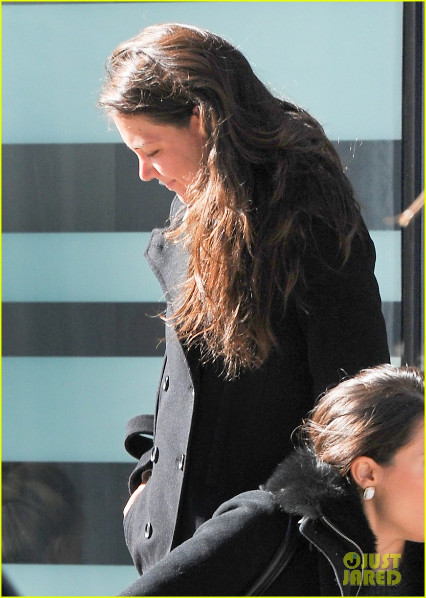 katie holmes fashionable gym exit 04