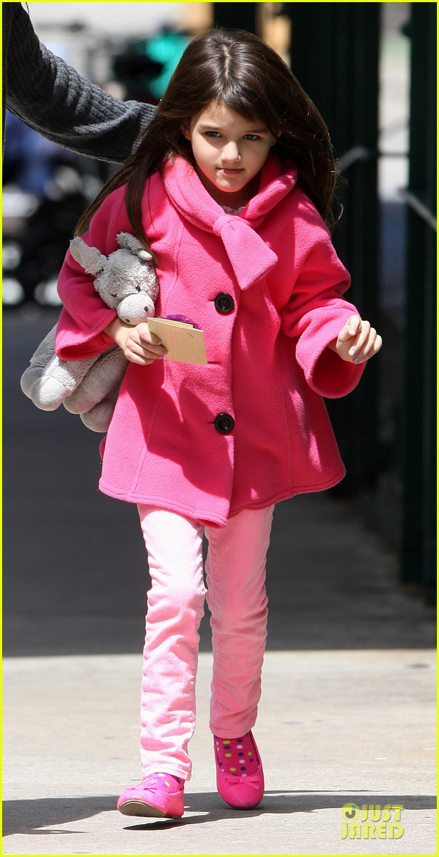 katie holmes suri nail salon after seventh birthday celebration 02