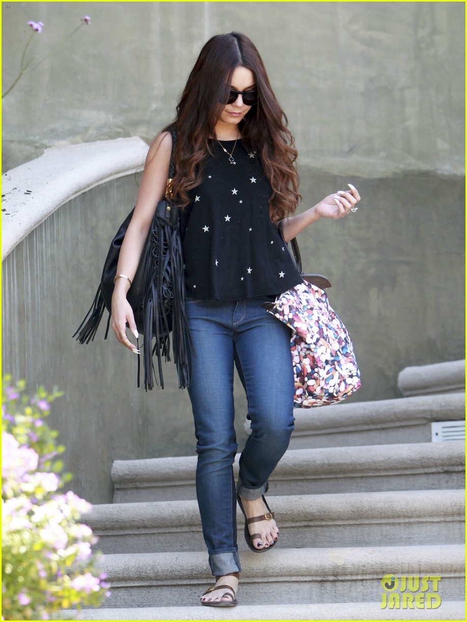 vanessa hudgens austin butler take flight in burbank 08