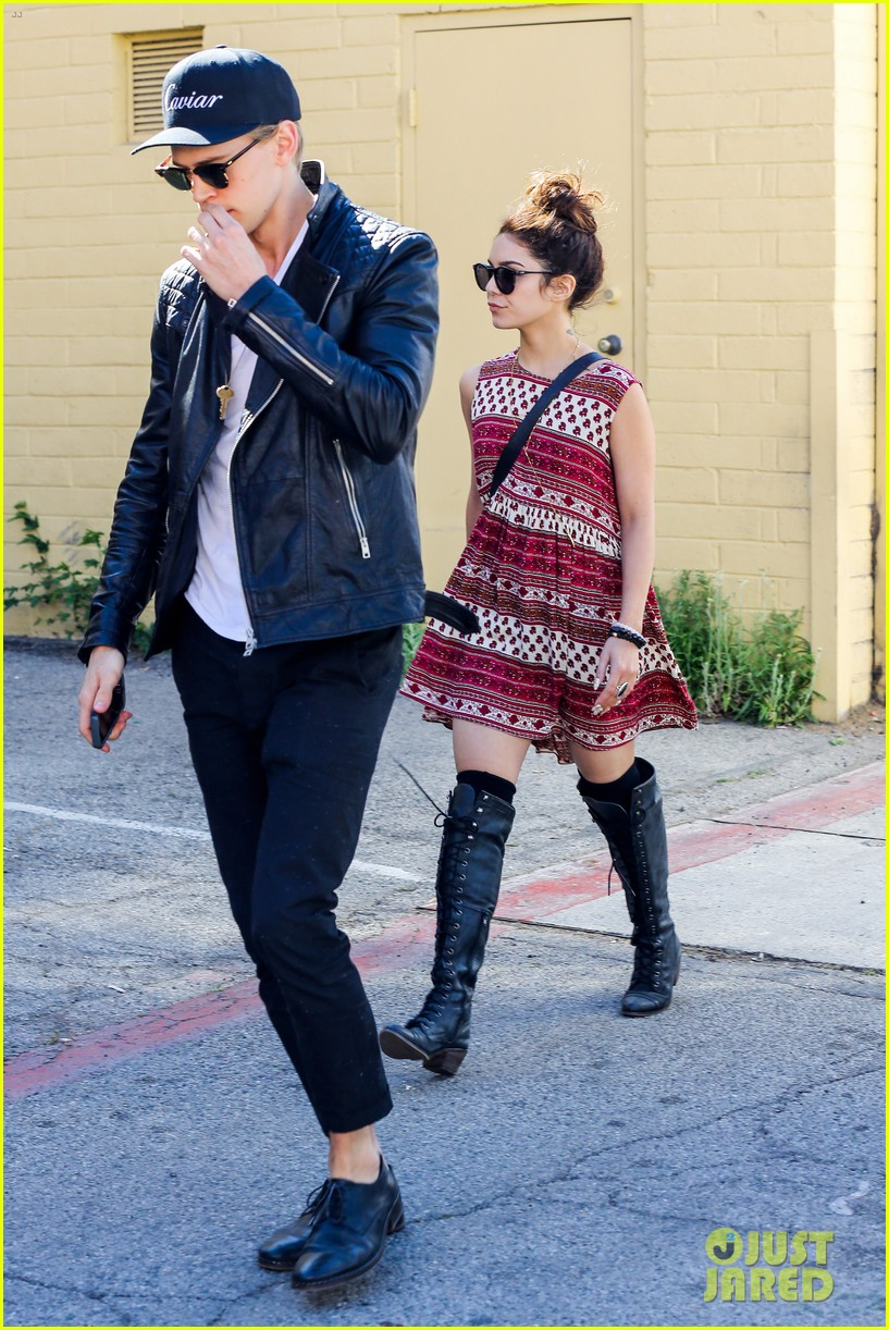 vanessa hudgens austin butler cafe roma lunch lovers 152852959