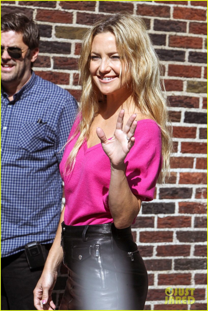 kate hudson late show with david letterman 02