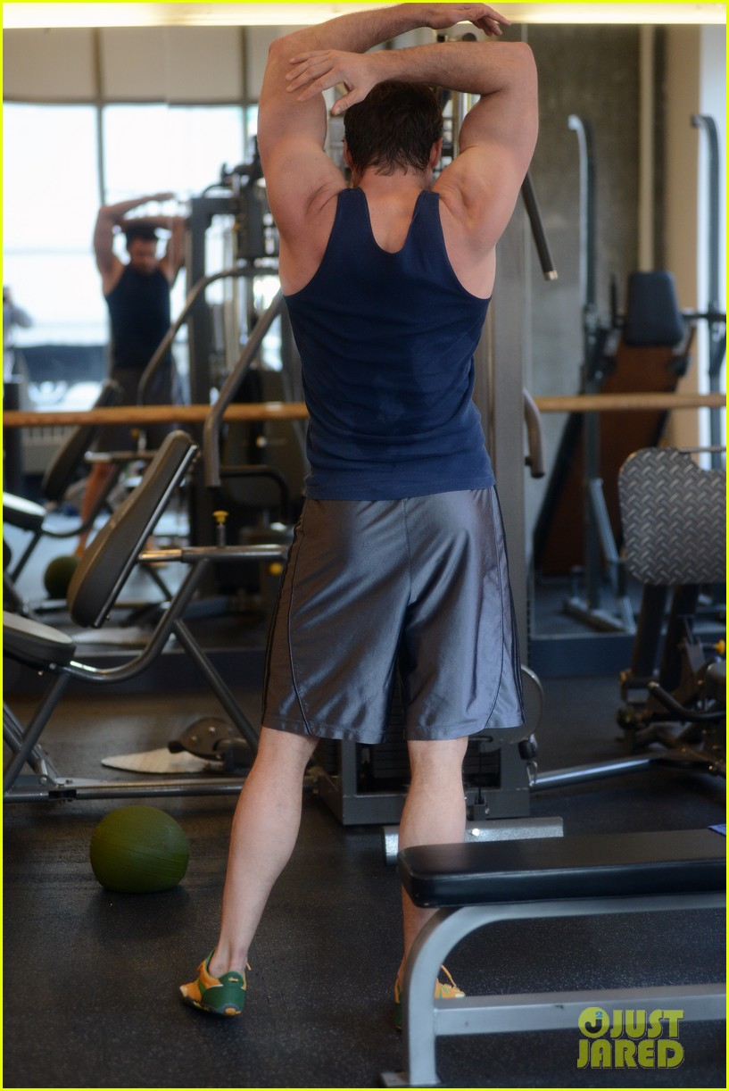 hugh jackman bulging bicep workout 032847024
