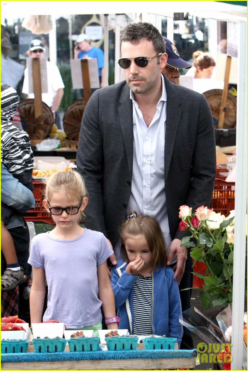 ben affleck jennifer garner track meet with the girls 192860078