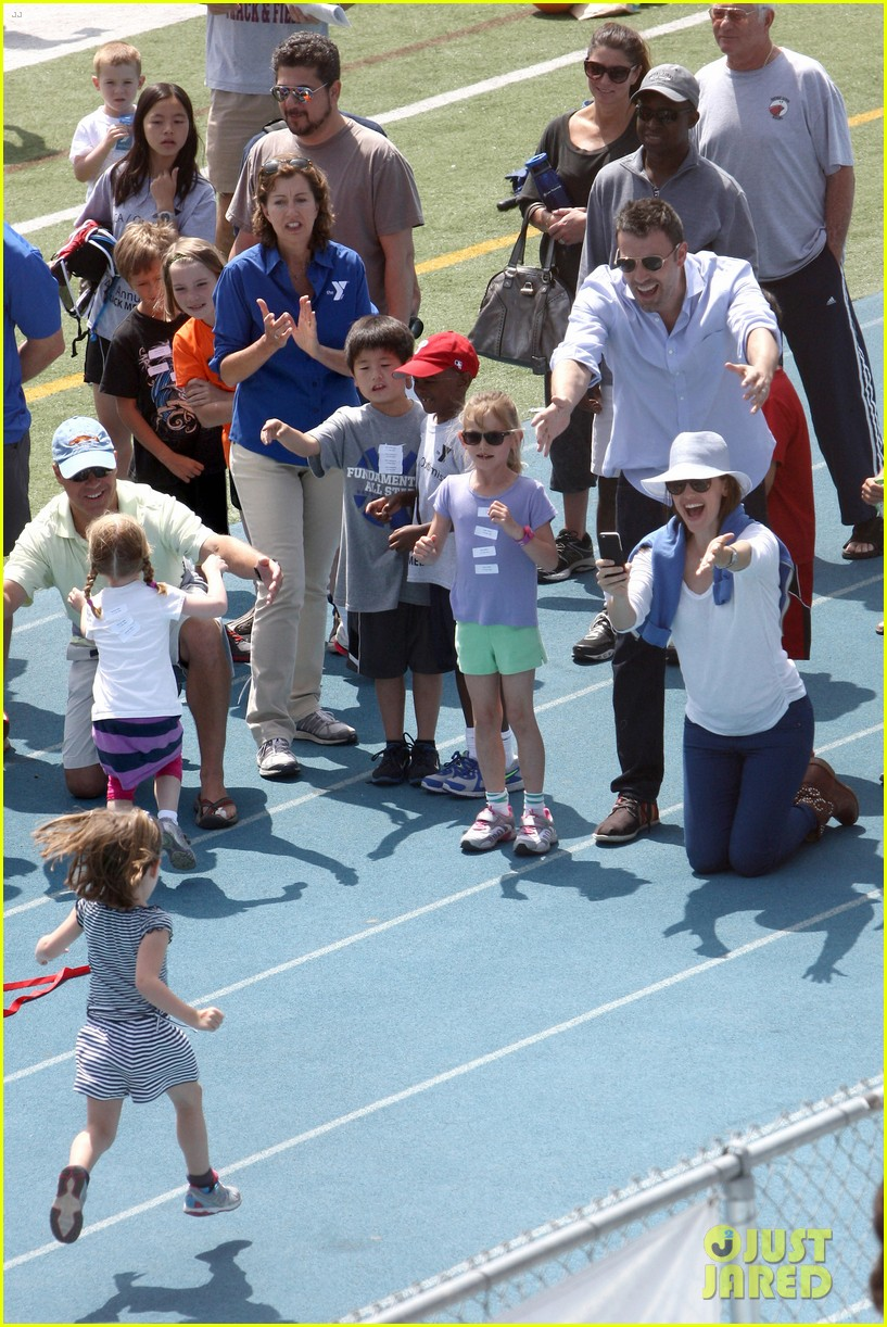 ben affleck jennifer garner track meet with the girls 232860082