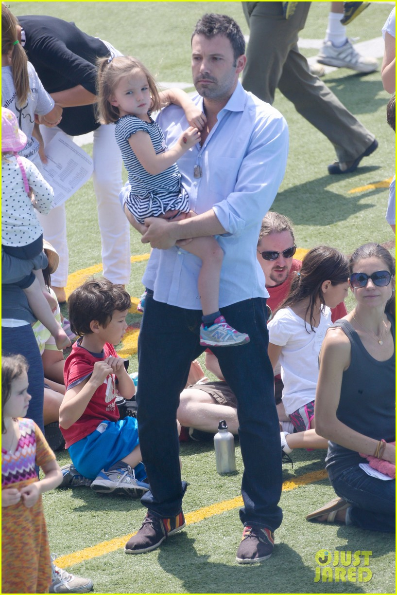 ben affleck jennifer garner track meet with the girls 452860104
