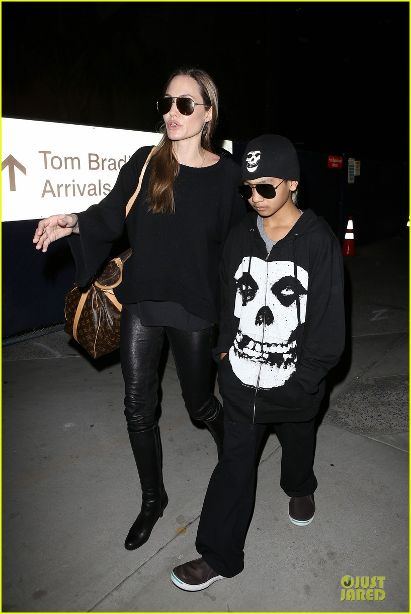 angelina jolie lax arrival with maddox 07