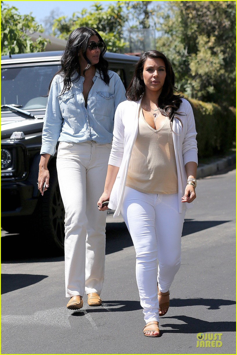 kim kardashian braless house hunting 04