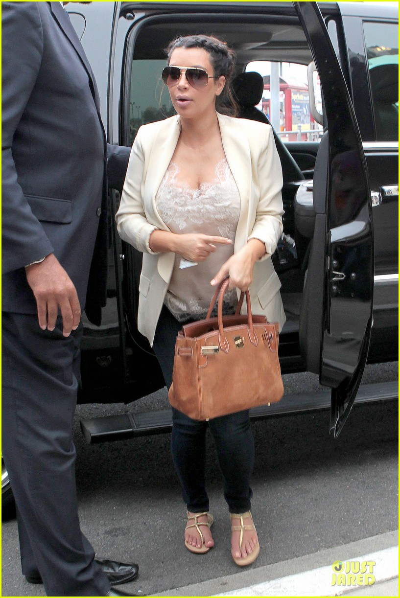 kim kardashian burbank flight before mtv movie awards 2013 012848870