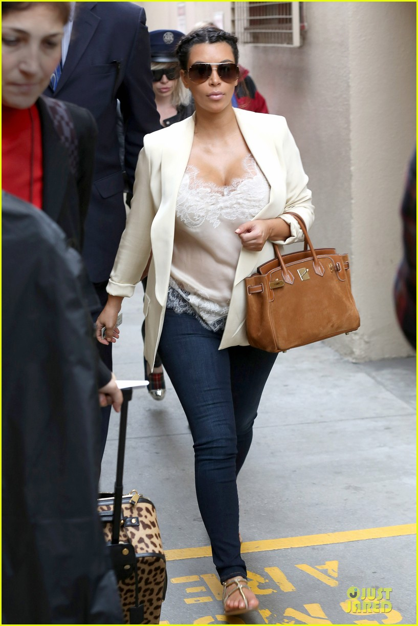 kim kardashian burbank flight before mtv movie awards 2013 052848874
