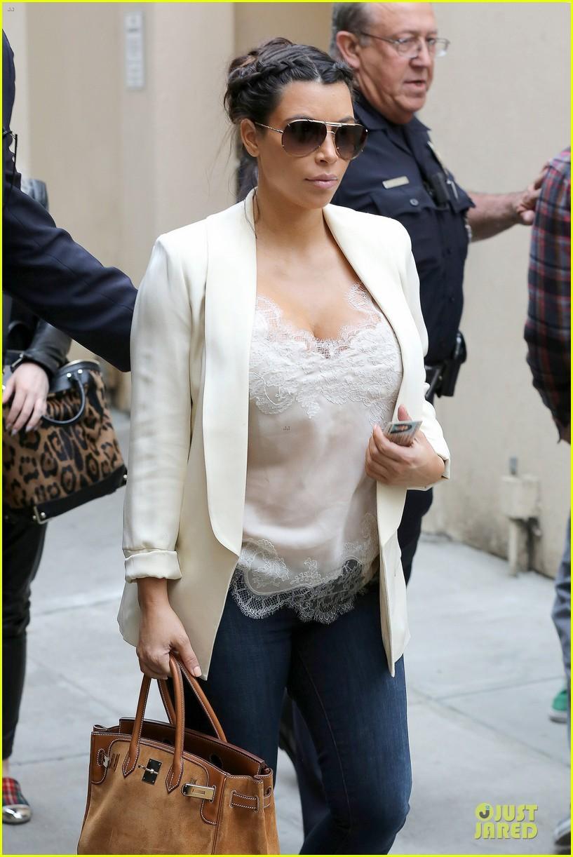 kim kardashian burbank flight before mtv movie awards 2013 06