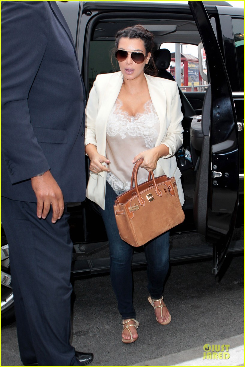 kim kardashian burbank flight before mtv movie awards 2013 07