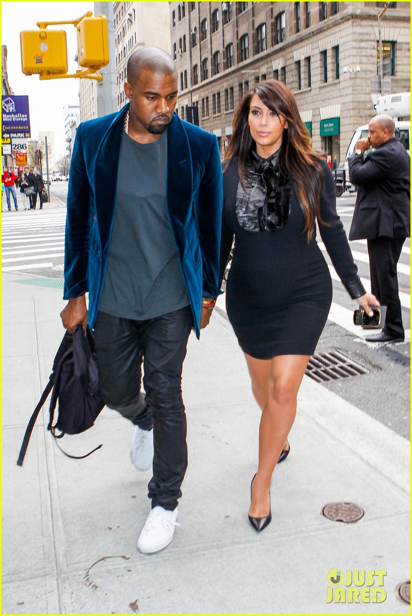 kim kardashian kanye west hold hands in nyc 01