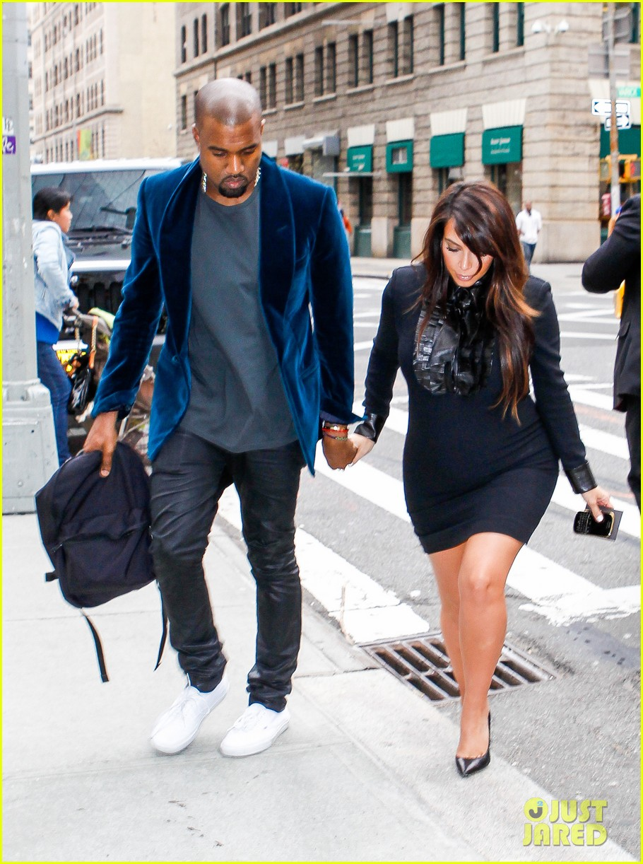kim kardashian kanye west hold hands in nyc 04
