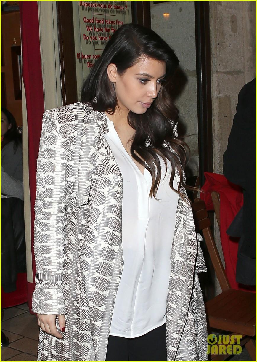 kim kardashian pregnant paris getaway with kanye west 02