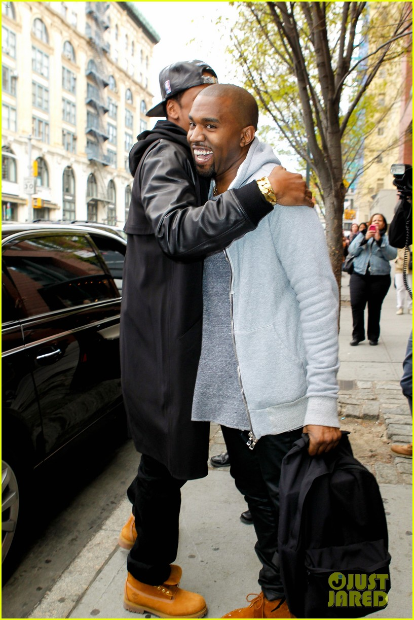 pregnant kim kardashian kanye west reunite in nyc 092855874