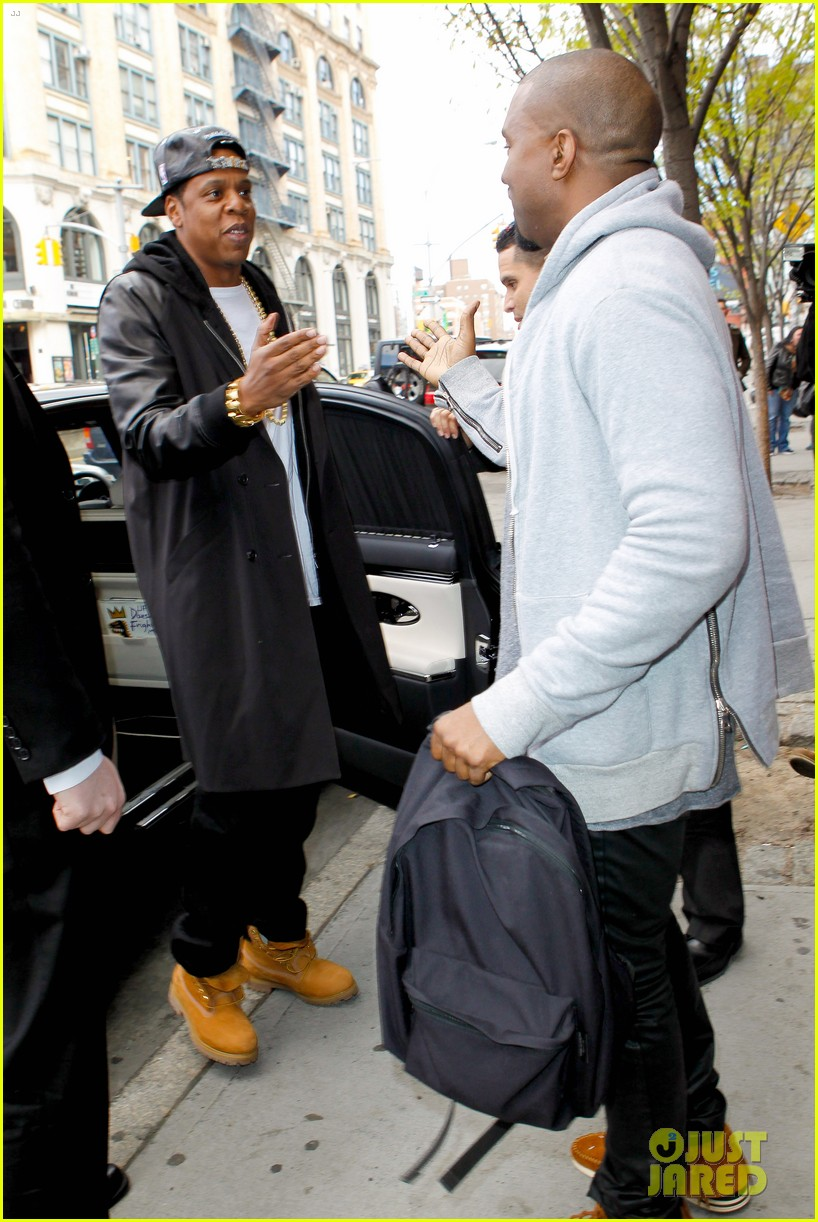 pregnant kim kardashian kanye west reunite in nyc 122855877