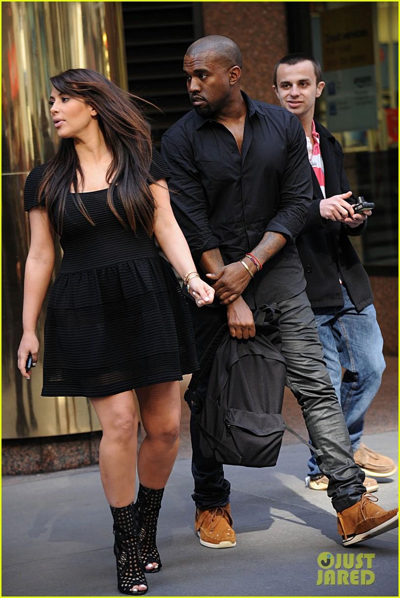 kim kardashian kanye west rushed by fan wanting photo 162857446
