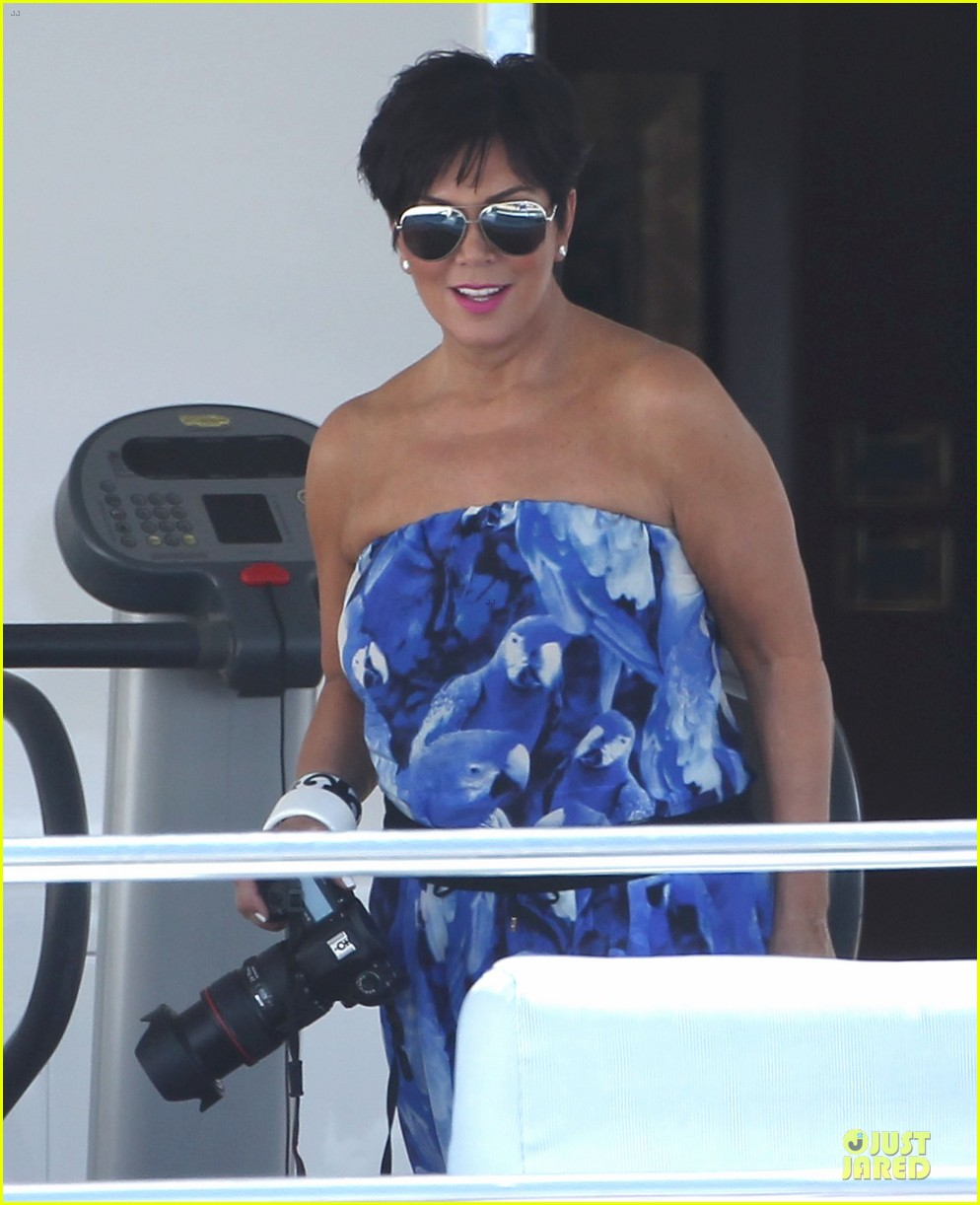 pregnant kim kardashian greece yacht with family 252859299