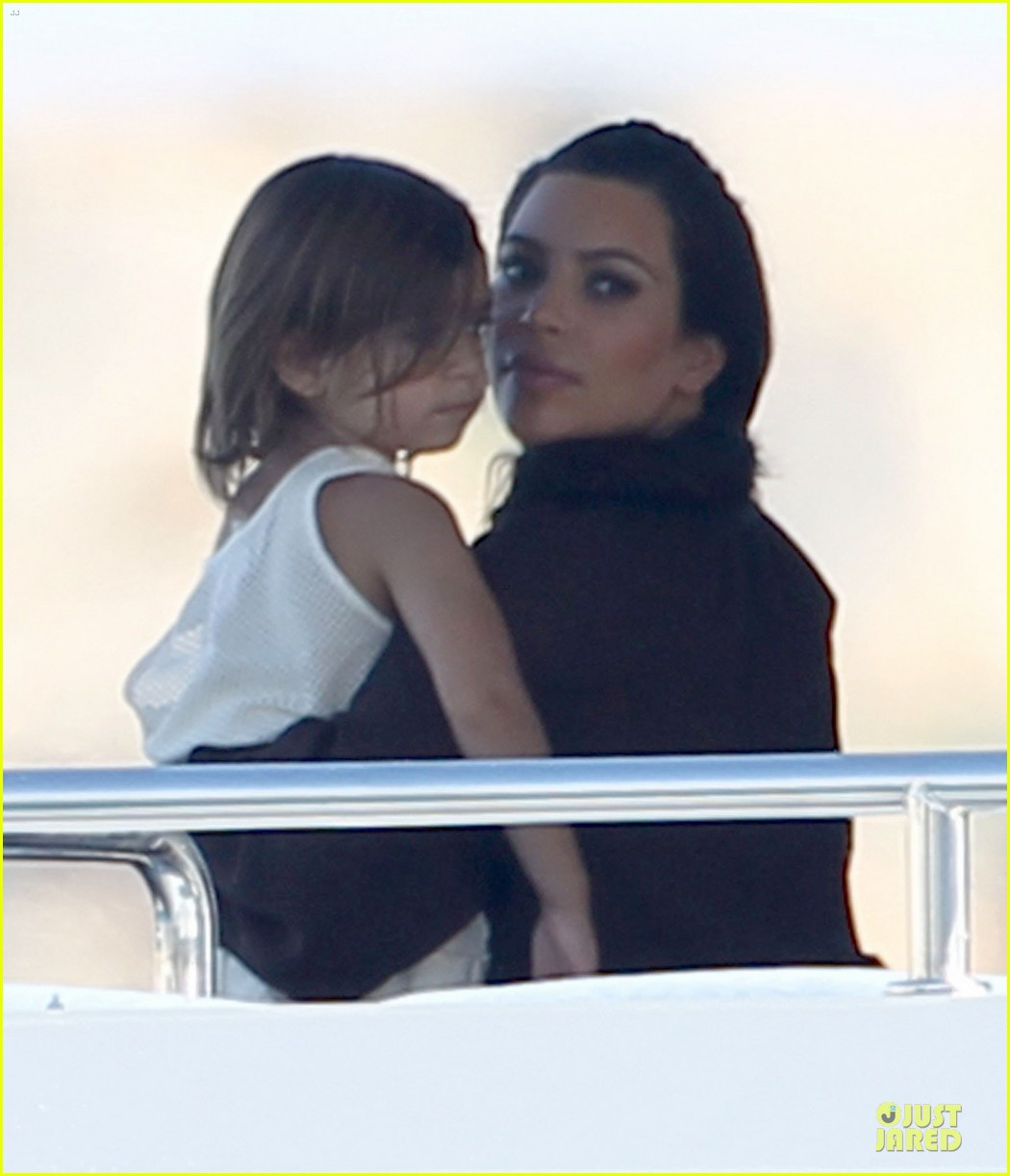 pregnant kim kardashian greece yacht with family 37