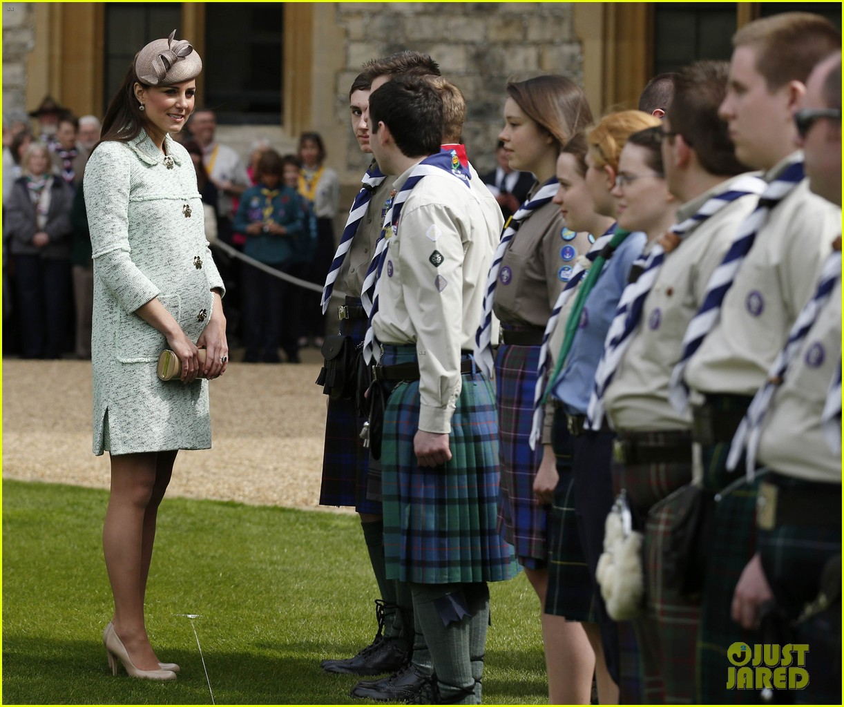 pregnant kate middleton baby bump at queen scouts review 022854848