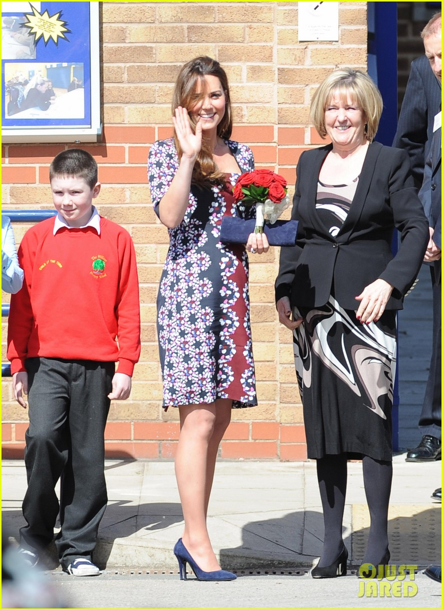 kate middleton pregnant baby bump at willows school 10