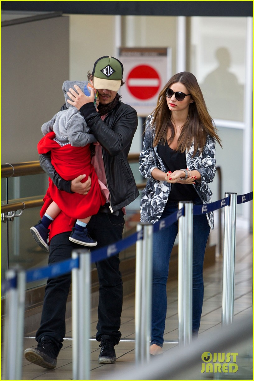 miranda kerr orlando bloom easter landing with flynn 01