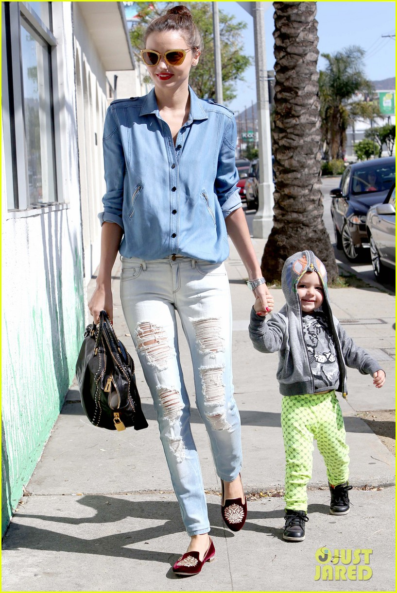 miranda kerr flynn romp around at kids gym 09